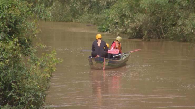 Bombeiros fizeram buscas em rio de Angatuba (SP) — Foto: Reprodução/TV TEM.