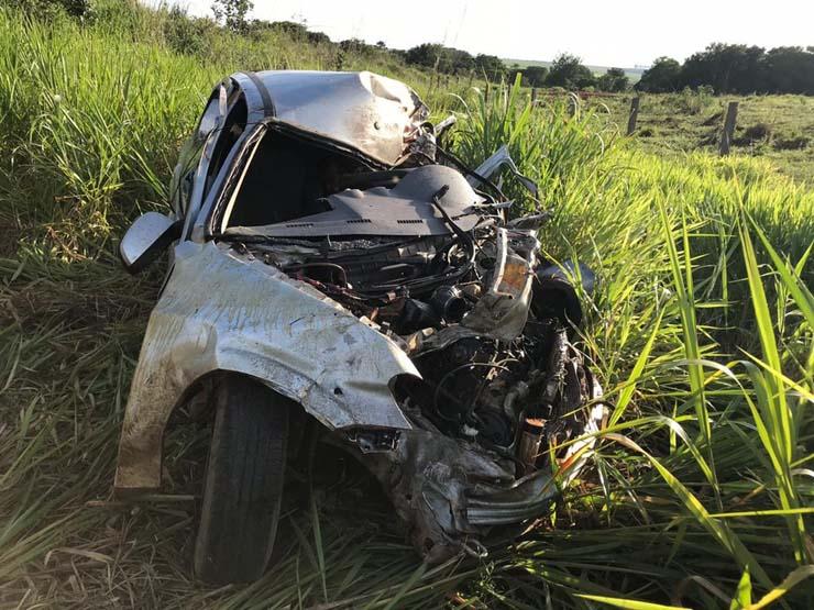 Carro que a vítima dirigia ficou destruído — Foto: PM de Primavera do Leste-MT.