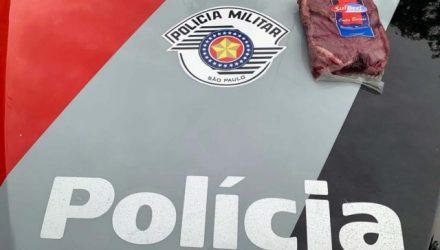 Pacote de picanha fatiada furtada pelo acusado foi recuperado e devolvido ao supermercado. Foto: DIVULGAÇÃO/PM
