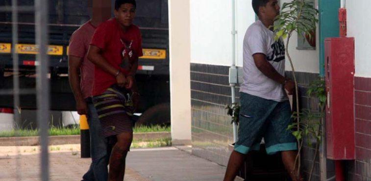 Gêmeos Rafael e Renan Travaioli Pinheiro, de 20 anos, são acusados de matar um homem a pedradas em Piracicaba. Foto: MANOEL MESSIAS/Agência