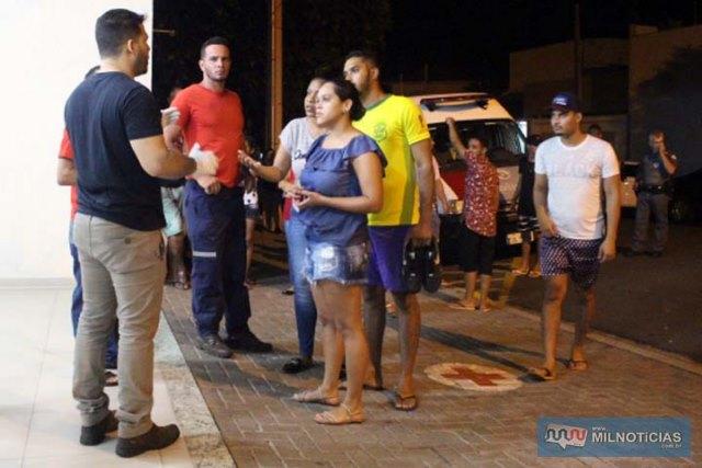 Parentes e amigos procuravam informações sobre os feridos na UPA. Foto: MANOEL MESSIAS/Mil Noticias