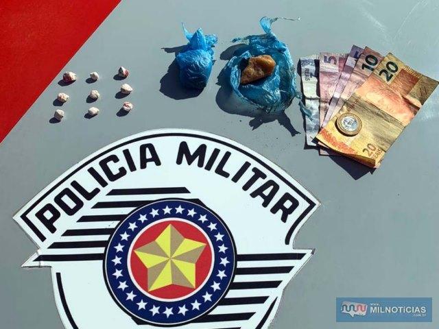 Com o segundo homem preso foram apreendidos porções de maconha, crack e certa quantia em dinheiro. Foto: DIVULGAÇÃO/PM