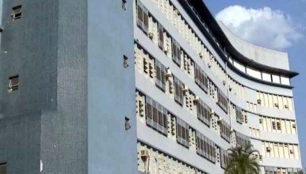 Mulher foi socorrida e levada para a Santa Casa de Araçatuba — Foto: Reprodução/TV TEM