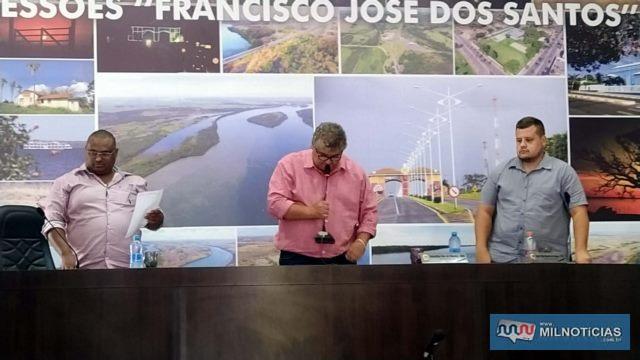 Mesa Diretora da Câmara a partir da esq., vereadores 'Waguinho', 'Tião Japonês' e João Paulo. Foto: MANOEL MESSIAS/Mil Noticias