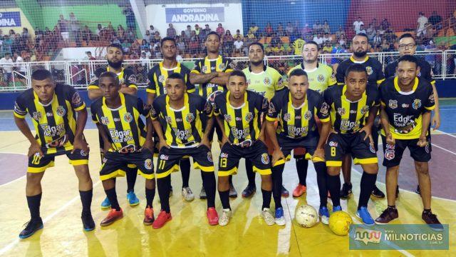 Carvalho Convênio/Vila Real (listrado preto e amarelo), lutou muito, mas não conseguiu a vaga. Foto: MANOEL MESSIAS/Mil Noticias