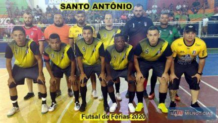 Santo Antônio (amarelo e preto), jogou com objetividade e conseguiu importantíssima vitória rumo à semifinal do Futsal de Férias 2020. Fotos: MANOEL MESSIAS/Mil Noticias