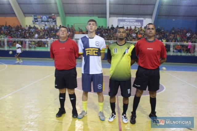 Equipe de arbitragem e capitães dos dois times. Fotos: MANOEL MESSIAS/Mil Noticias