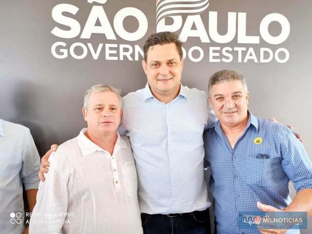 Da dir. para esq., prefeito Gilson, Dep. Federal Geninho Zuliani e Adriano Nunes. Foto: Assessoria de Comunicação