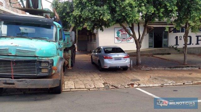 Veículos e Objetos foram retirados por uma empresa especializada. Foto: MANOEL MESSIAS/Agência