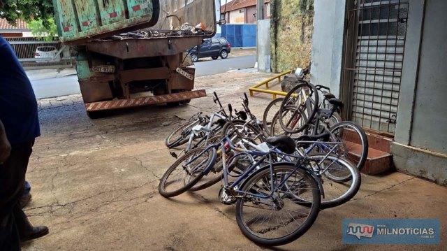 Entre os objetos e veículos doados estavam muitas bicicletas, uma moto, guitarra e máquinas elétricas. Foto: MANOEL MESSIAS/Agência