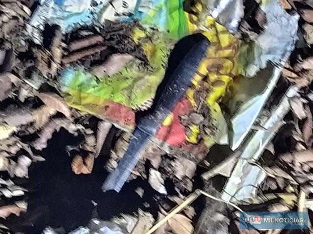 A faca do tipo para cortar pão (serrilhada), usada no crime, foi apreendida pela perícia técnico/científica. Foto: MANOEL MESSIAS/Agência