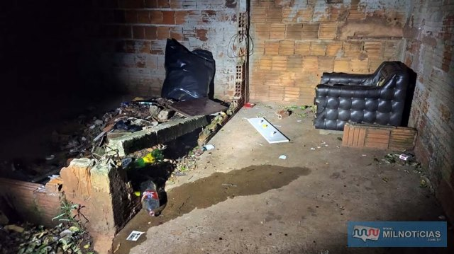 """Terreno baldio onde as duas mulheres discutiram e resultou na tentativa de homicídio é um verdadeiro """"muquifo"""". Foto: MANOEL MESSIAS/Agência"""