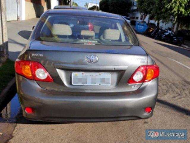 Toyota Corolla sofreu pequenos riscos no paralama dianteiro, lado direito. Foto: MIL NOTICIAS/Agência