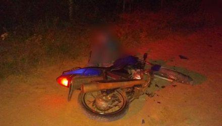 Motociclista de 54 anos morreu após bater o veículo em um touro em Três Lagoas (MS) — Foto: Polícia Militar/Divulgação.