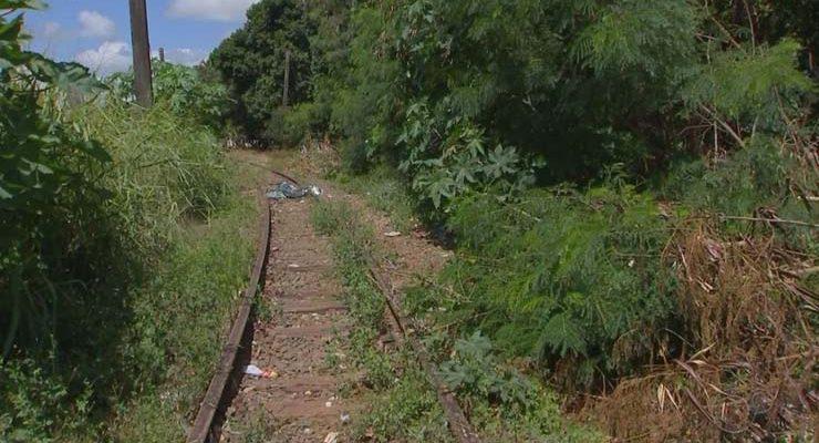 Jovem de 19 anos confessou que matou pessoal perto da linha férrea no bairro Paulo Aires, em Itapetininga (SP) — Foto: Reprodução/TV TEM.