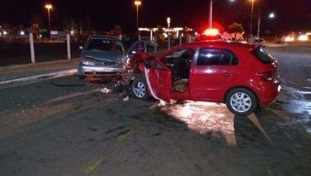 Acidente entre dois carros que provocou a morte de uma mulher nesta terça-feira em Maracaju — Foto: Polícia Civil/Divulgação.