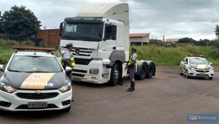 Carreta roubada próximo de Andradina foi localizada em Presidente Venceslau. Foto: Polícia Militar Rodoviária