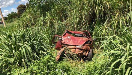 Carro capotou durante perseguição — Foto: PM-MT.