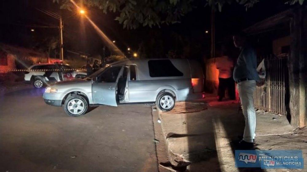 Corpo de Grilo foi retirado do local pela funerária Rosa de Saron. Foto: MANOEL MESSIAS/Agência