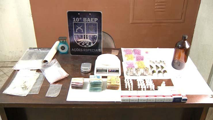 Personal trainer foi detido em Sumaré (SP), nesta quarta (1), com drogas, dinheiro e anabolizantes sem receita — Foto: Reprodução/EPTV.