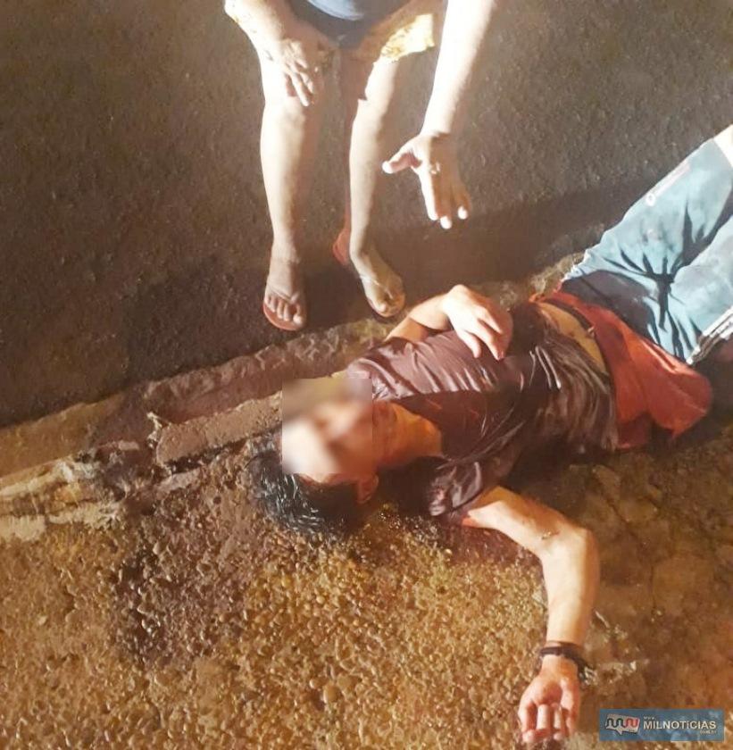 Vitima levou 15 facadas pelo corpo ao sofrer tentativa de homicídio na noite de sexta-feira, 03, na cohab Gasparelli. Foto: Whats App/Internauta