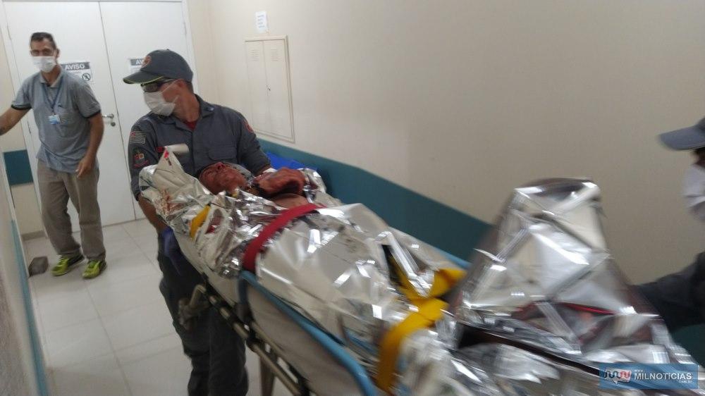 Vitima levou 15 facadas pelo corpo ao sofrer tentativa de homicídio na noite de sexta-feira, 03, na cohab Gasparelli. Foto: MANOEL MESSIAS/Agência