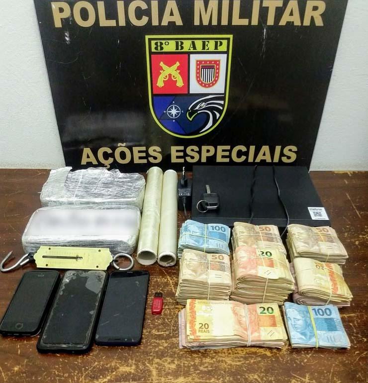 Quase R$ 59 mil e crack foram apreendidos em Álvares Machado — Foto: Polícia Militar.