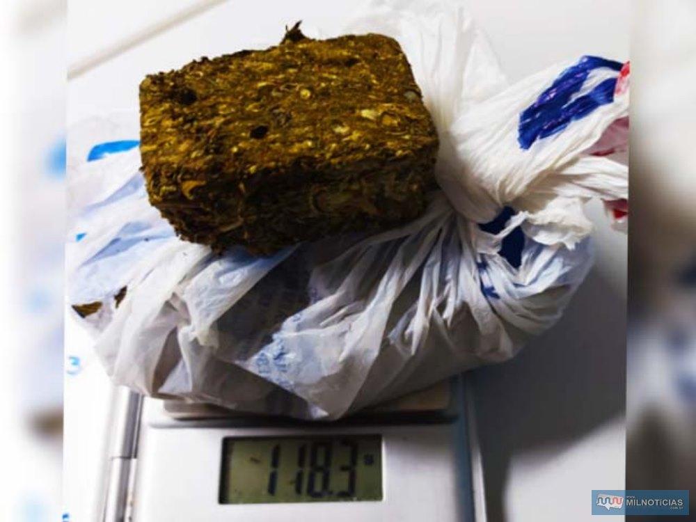 Foram localizados e apreendidos 118 gramas de maconha. Foto: DIVULGAÇÃO