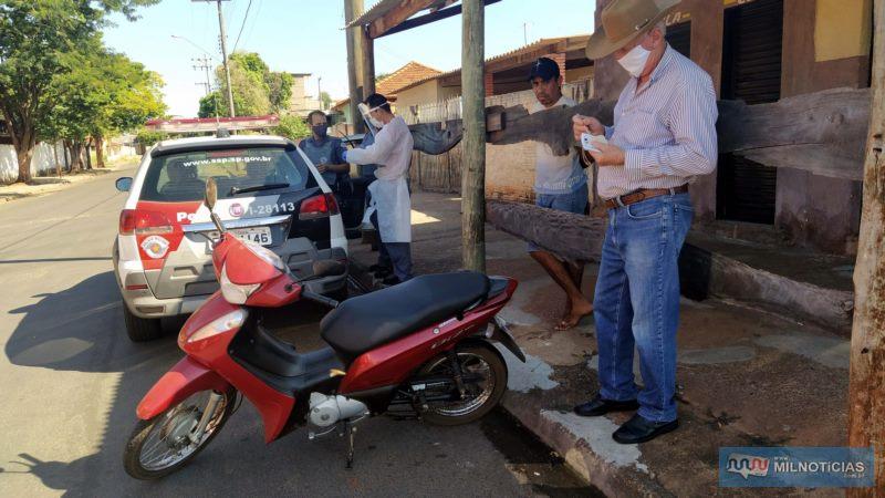 Motoneta Biz sofreu quebra nos dois lados da carenagem, espelho retrovisor e entortamento da pedaleira, lado esquerdo. Foto: MIL NOTICIAS/Agência