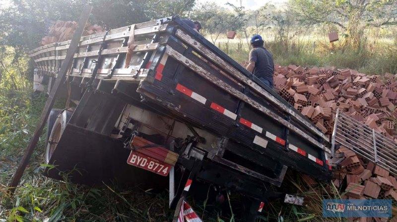 Carroçaria ficou bastante destruída após o acidente. Foto: MANOEL MESSIAS/Agência