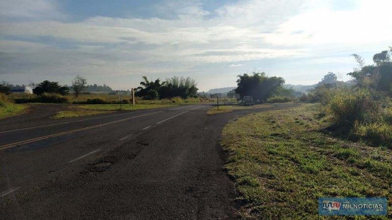 Acidente aconteceu quando motorista passava pelo antigo trevinho de acesso ao Friboi, na rodovia Integração. Foto: MANOEL MESSIAS/Agência