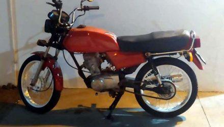 Motocicleta na cor vermelha foi furtado de dentro do pátio do IC – Instituo de Criminalística de Andradina. Foto: DIVULGAÇÃO/PM