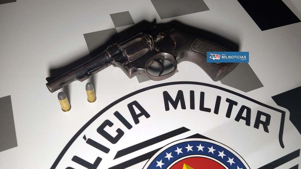 Foi apreendido um  revólver Taurus calibre ,38  e duas munições 'picotadas'. Foto: MANOEL MESSIAS/Agência