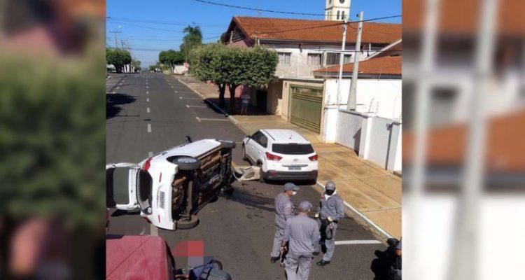 Acidente aconteceu na rua Bandeirantes, no trecho entre as ruas Evandro B. Calvoso e J. A. Carvalho, próximo da igreja São Sebastião. Foto: MANOEL MESSIAS/Agência