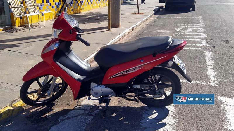 Motoneta Biz sofreu pequenos riscos na carenagem, e entortamento da pedaleira. Foto: MANOEL MESSIAS/Agência