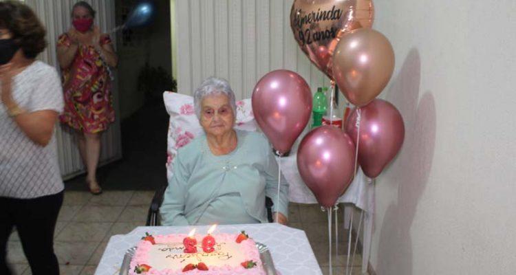 Dona Almerinda completou 92 anos na quarta-feira (24). Fotos: MANOEL MESSIAS/Mil Noticias