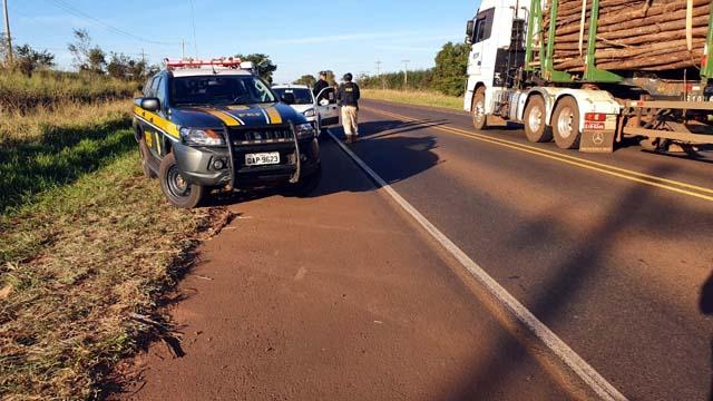 O 2º Batalhão de Polícia Militar de Três Lagoas foi acionado para dar suporte à Polícia Rodoviária Federal, frente às tentativas de saques. Foto: Fábio Campos/Rádio Caçula.