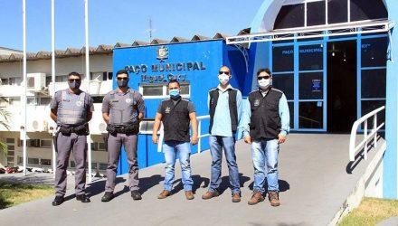 Equipe de fiscalização e Polícia Militar fiscalizam volta do comércio em Andradina com foco nas regras de flexibilização. Foto: Secom/Prefeitura