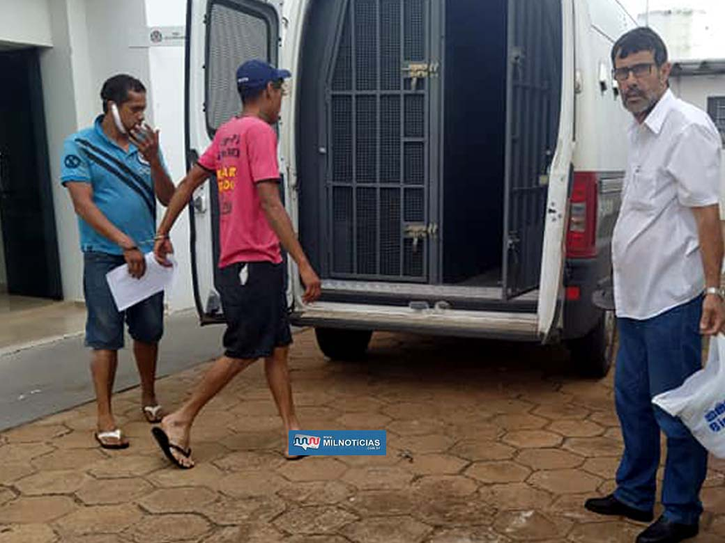 Dupla foi indicada por furto qualificado e recolhida à cadeia de Pereira Barreto. Foto: MANOEL MESSIAS/Agência