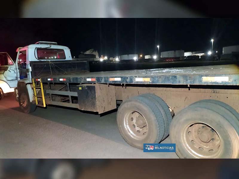 Caminhão guincho presta serviço para a usina sucroalcooleira Raizen. Foto: DIVULGAÇÃO