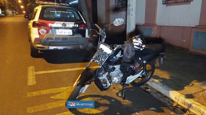 Motocicleta sofreu quebra do farol e da carcaça, as duas abas laterais e entortamento do guidão. Foto: MANOEL MESSIAS/Agência