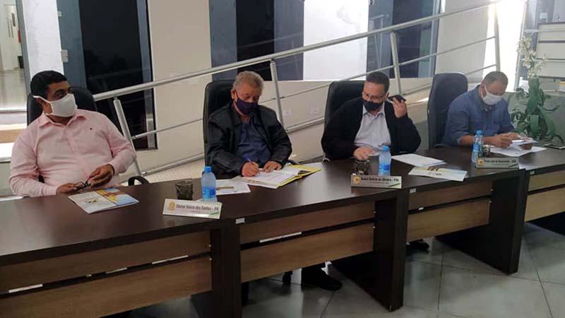 A última seção do ano foi para a 2ª votação para aprovação da LDO. Uma seção extraordinária limpou Projetos de Lei, requerimentos e indicações pendentes. Fotos: MANOEL MESSIAS/Agência