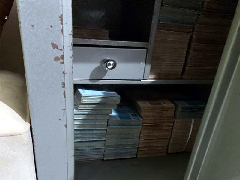Mais de R$ 500 mil em dinheiro foram apreendidos na segunda-feira (13) — Foto: Polícia Civil