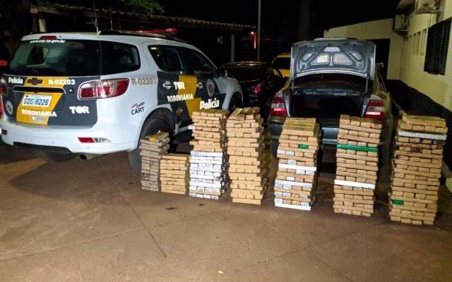 Dois jovens são presos com quase 500 Kg de drogas em Paulicéia na madrugada deste sábado (11). Fotos: Polícia Rodoviária