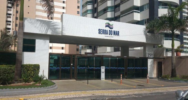 Prédio onde mulher caiu fica no bairro Jardim Armação, em Salvador — Foto: Cid Vaz/TV Bahia