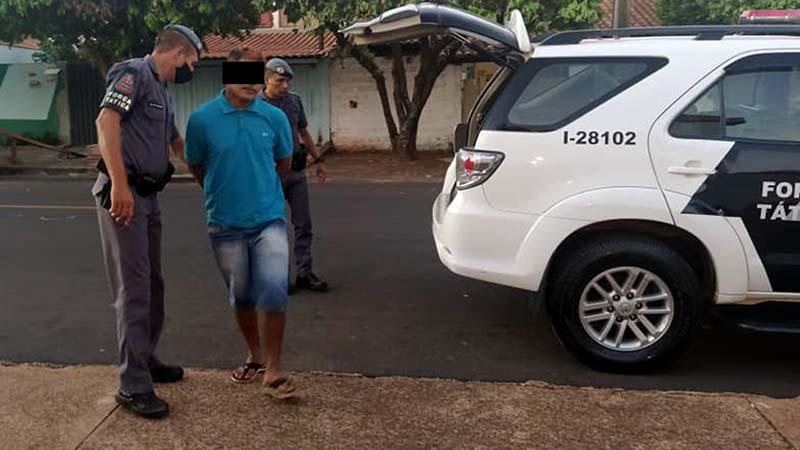 P. M. C., de 21 anos, residente na rua Paulo Marin (antiga rua Acre), na Vila Mineira, foi preso e indiciado por tráfico de entorpecentes. Foto: MANOEL MESSIAS/Agência
