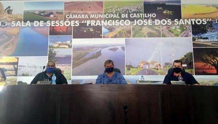Mesa Diretora da Câmara, a partir da esq., vereadores 'Waguinho', 'Tião Japonês' e João Paulo. Foto: MANOEL MESSIAS/Mil Noticias