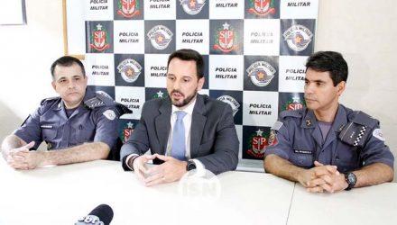 Comandantes militares à época dos fatos e o promotor de Justiça. Foto: Ilhasolteiranews.com
