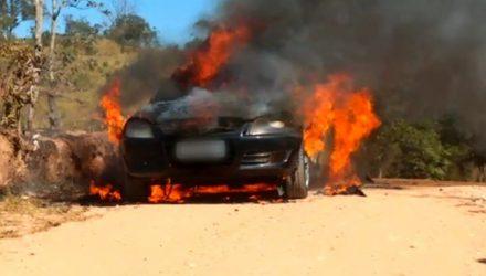 Carro usado no roubo foi incendiado em Jundiaí (SP) — Foto: Divulgação/Polícia Militar