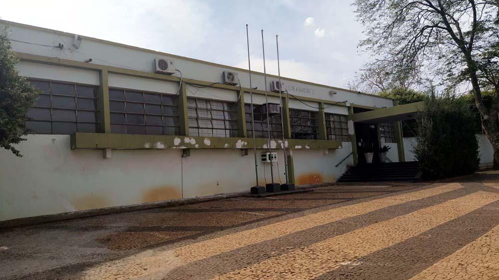 Escola Estadual Àlvaro Guião está localizada na rua Vitorio Guaraciaba, centro. Foto: MANOEL MESSIAS/Agência